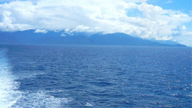海から見た屋久島